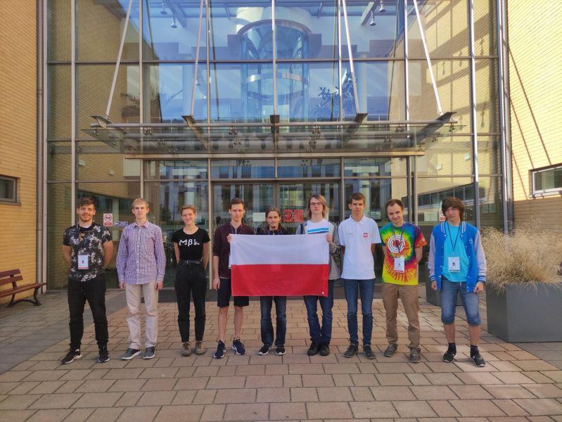 Zdjęcie przedstawia uczestników Olimpiady Matematycznej w roku 2020.