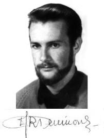 Czarnobiała fotografia wraz z podpisem Wojtka Pulikowskiego