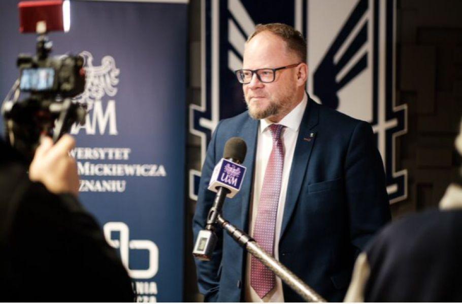 Dziekan Krzysztof Dyczkowski udziela wywiadu