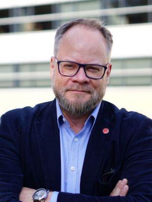 Zdjęcie portretowe profesora Krzysztofa Dyczkowskiego.
